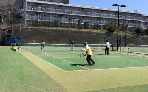 水曜日は八王子テニススクールで・・